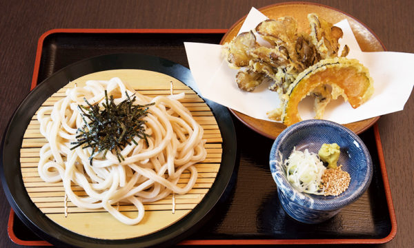 Noodles with dipping sauce with seaweeds and maitake mushroom tempura
